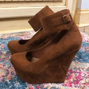 Shoes - Camel wedges. Size 5.5
